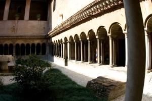 Клуатр в Сан-Куаттро-Коронати