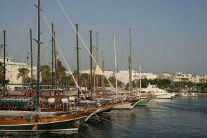 Яхты в гавани Коса