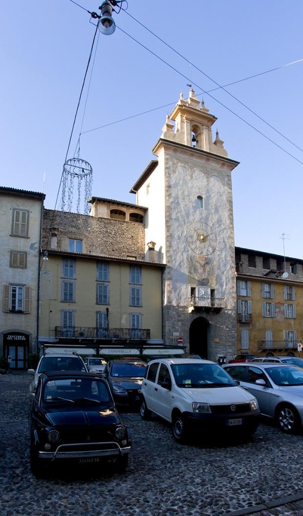 Площадь в старом городе