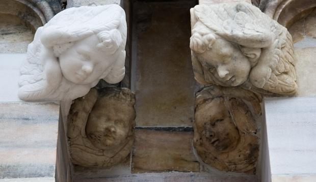 Ангелы разного возраста на миланском соборе