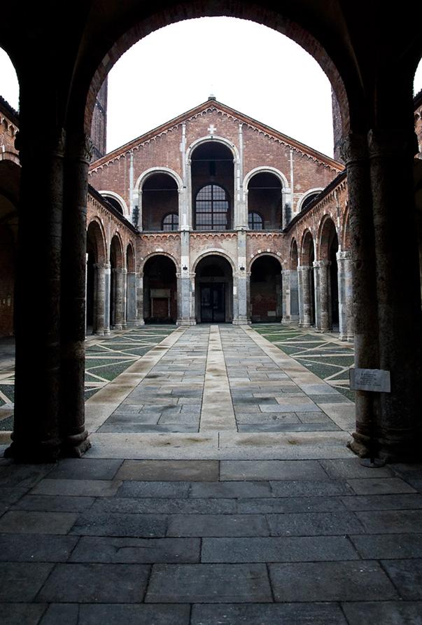 Двор Сант-Амброджио