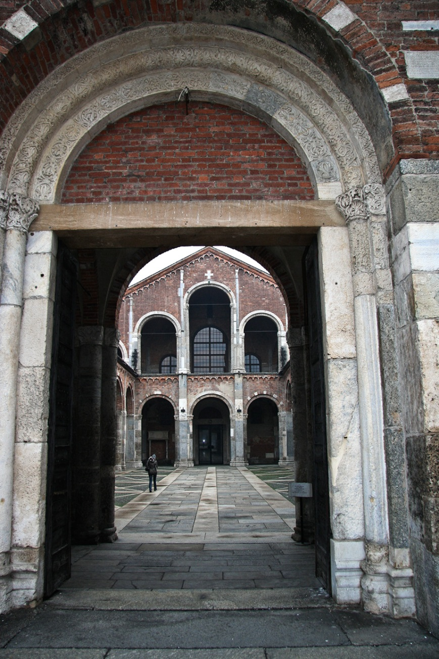 Вход во двор Сант-Амброджио