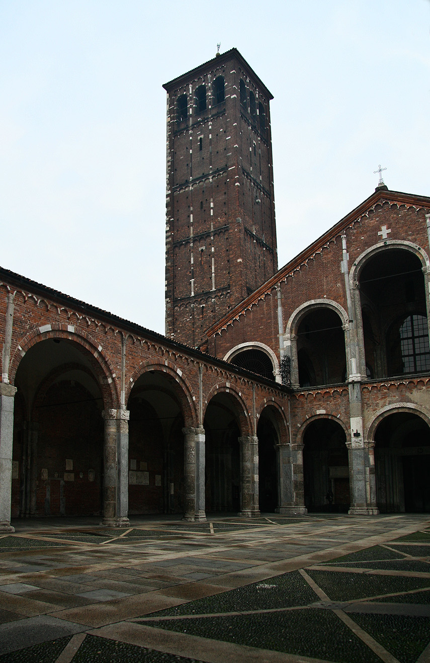 Кампанила базилики Сант-Амброджио
