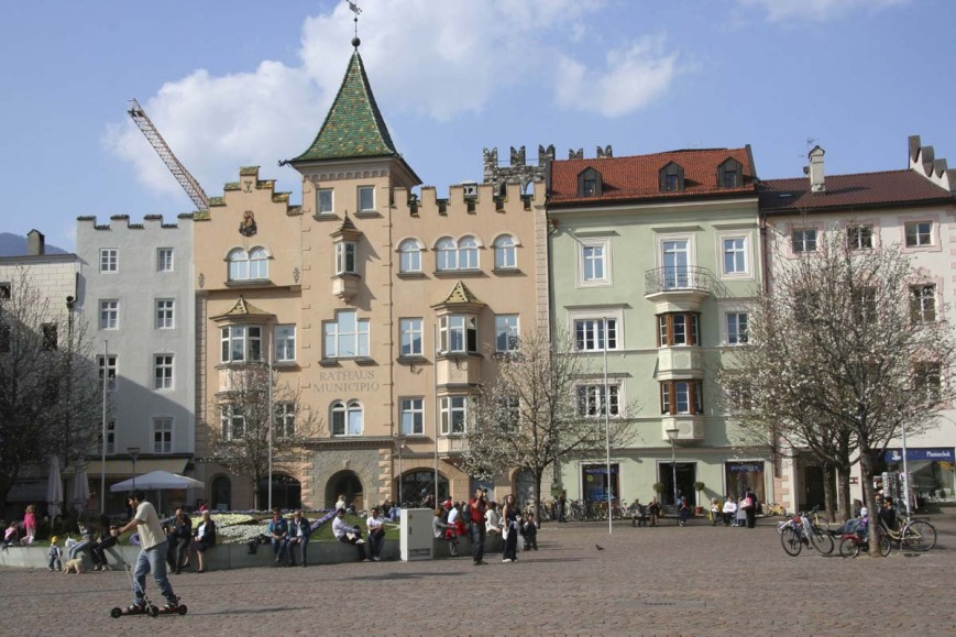 Главная площадь Брессанонне
