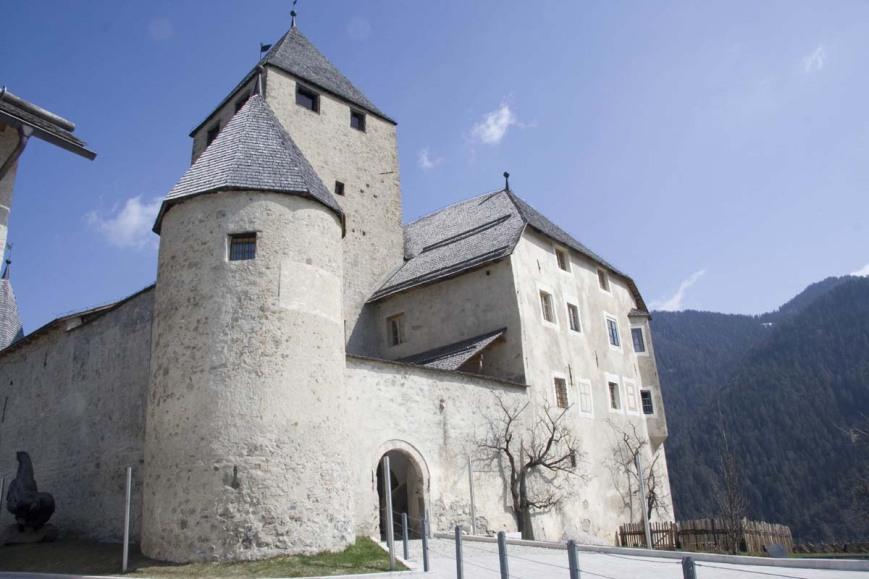 Замок в Сан-Мартино-ин-Бадья