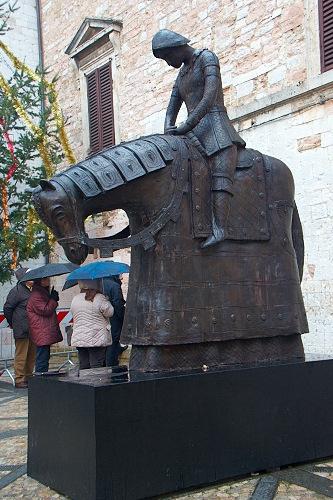 Памятник в Спелло