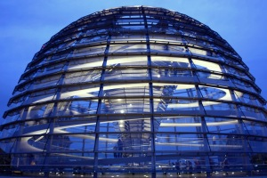 Dome_of_the_Reichstag_building_-_La_cupula_del_Reichstag_-_Reichstagskuppel_Berlin